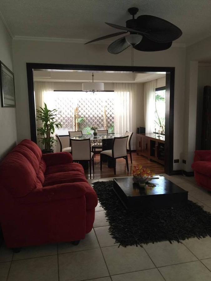 Foto Casa en condominio en Renta en  Escazu ,  San José  Casa en alquiler en Escazú /Amplia / Sala TV / Patio y Jardín