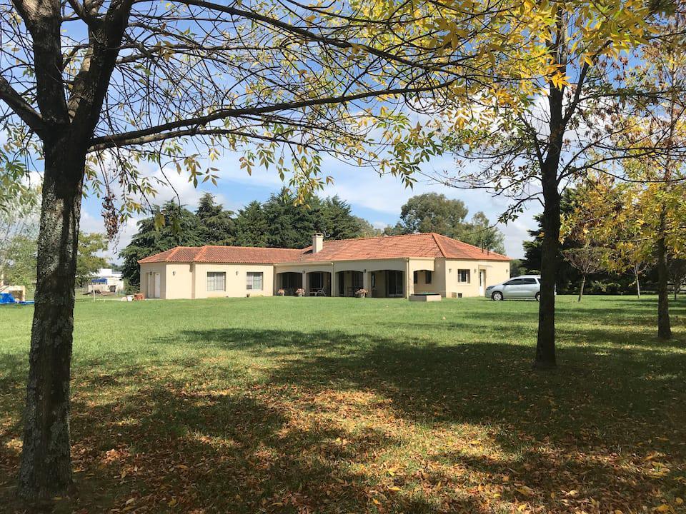 Foto Casa en Alquiler temporario en  El Argentino Farm Club,  Countries/B.Cerrado (Lujan)  Haras Argentino Farm Club