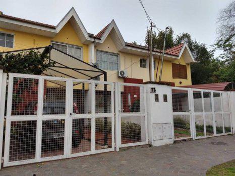Foto Casa en Venta    en  Lomas de Zamora Oeste,  Lomas De Zamora  Los Castaños 73