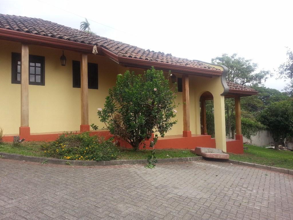 Foto Casa en Venta en  San Rafael Arriba,  Desamparados  San Rafael arriba de Desamparados /  Terraza / Jardin / Vista
