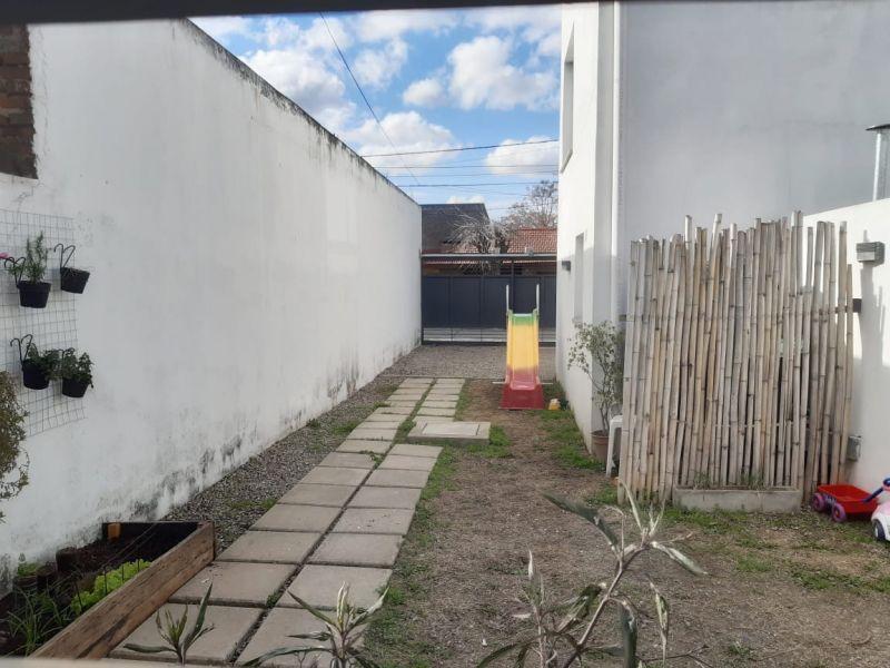 Foto Casa en Venta en  Ringuelet,  La Plata  11 Entre 512 y 513