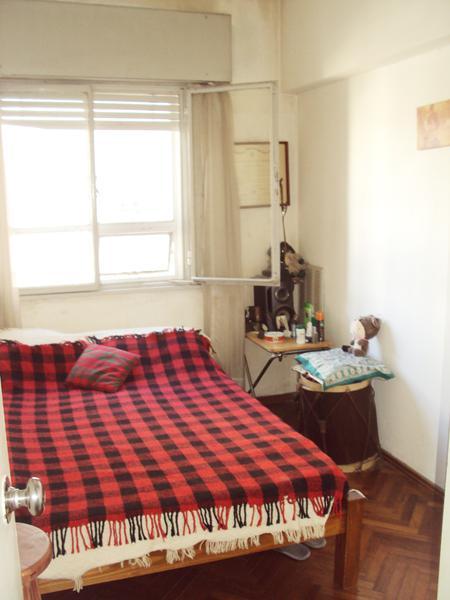Foto Departamento en Venta en  Pocitos ,  Montevideo  3 dormitorios y servicio en excelente ubicación.-