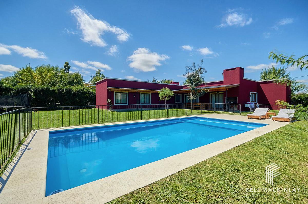 Foto Casa en Venta en  Chacras del ocho,  Pilar  CASA EN CHACRAS DEL OCHO SOBRE LOTE 1.250M2