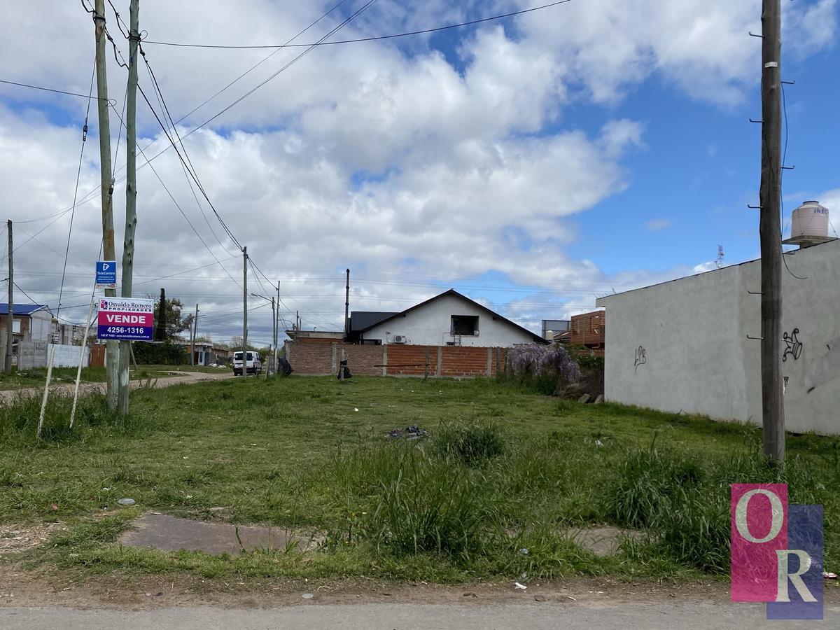 Foto Terreno en Venta en  Berazategui,  Berazategui  Calle 17 Esq. 123