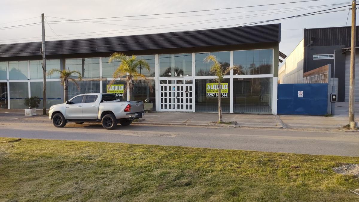 Foto Local en Alquiler en  Mar De Ajo ,  Costa Atlantica  Av. Libertador 2111
