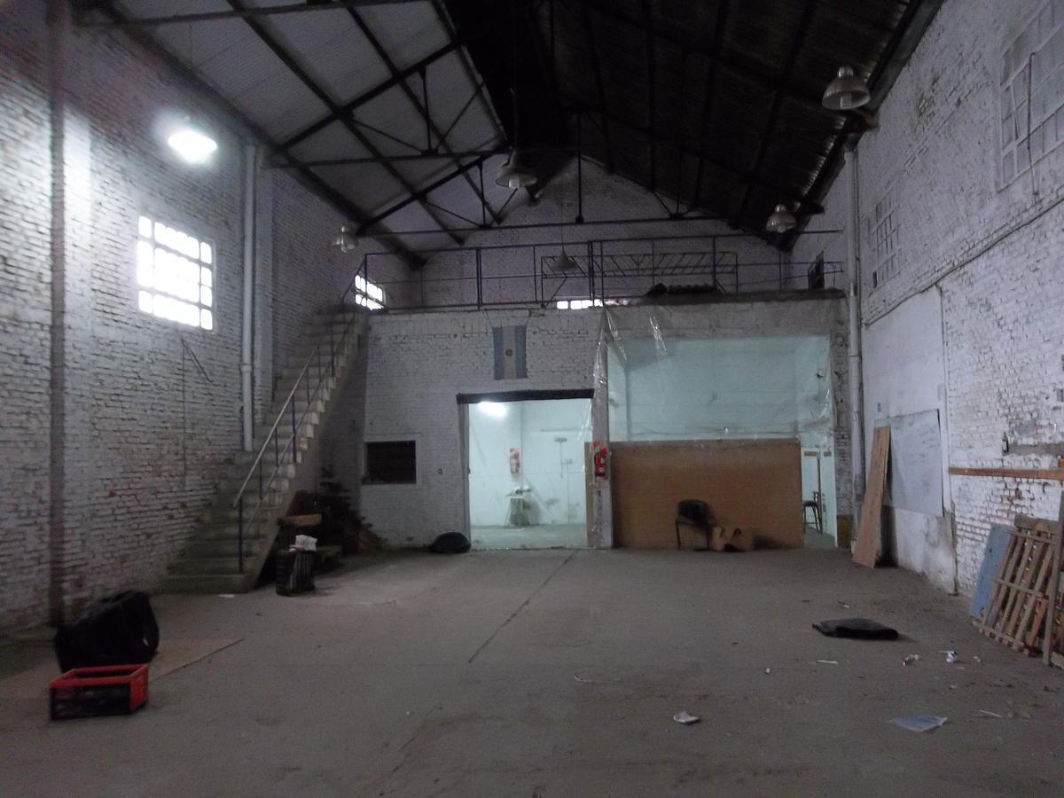 Foto Galpón en Alquiler en  Tiro Suizo,  Rosario  Av. Ovidio Lagos 4880