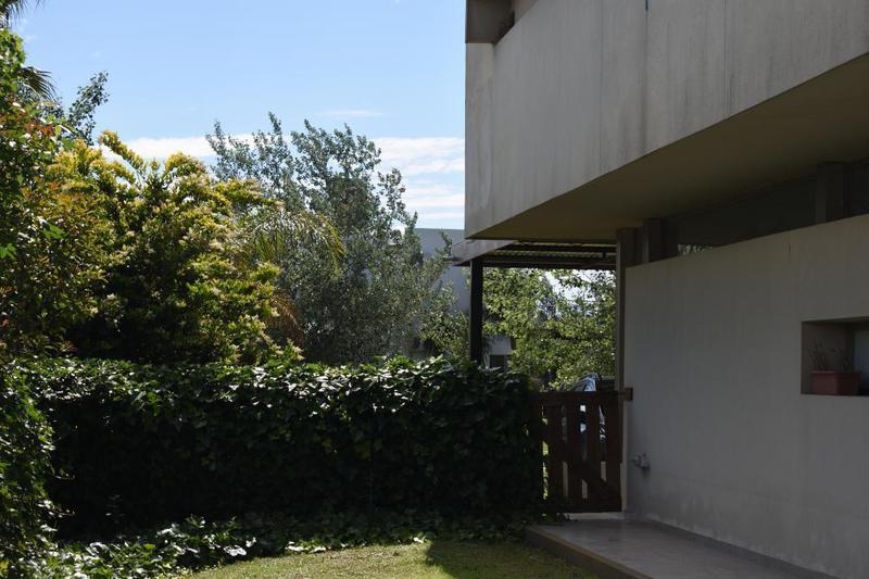 Foto Casa en Venta en  Puerto Roldán,  Roldan  Bv. Las Olas esq. Los Médanos