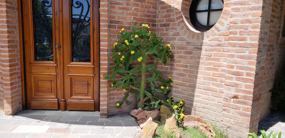 Foto Casa en Venta en  Guillermo E Hudson,  Berazategui  ombues de hudson