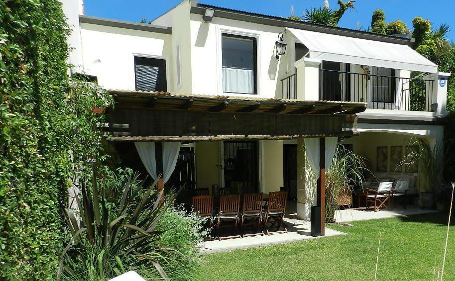Foto Casa en Alquiler temporario en  Mart.-Libert./Rio,  Martinez  Paso al 1200