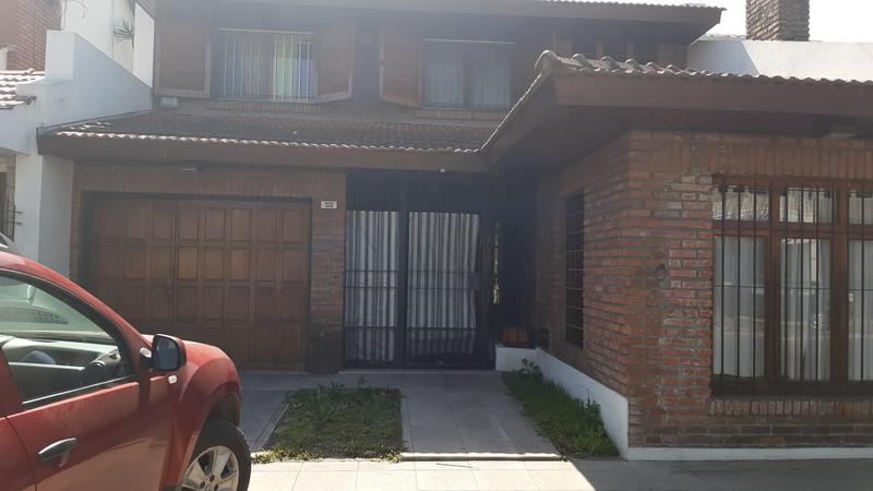 Foto Casa en Venta en  Banfield,  Lomas De Zamora  Rincón 858