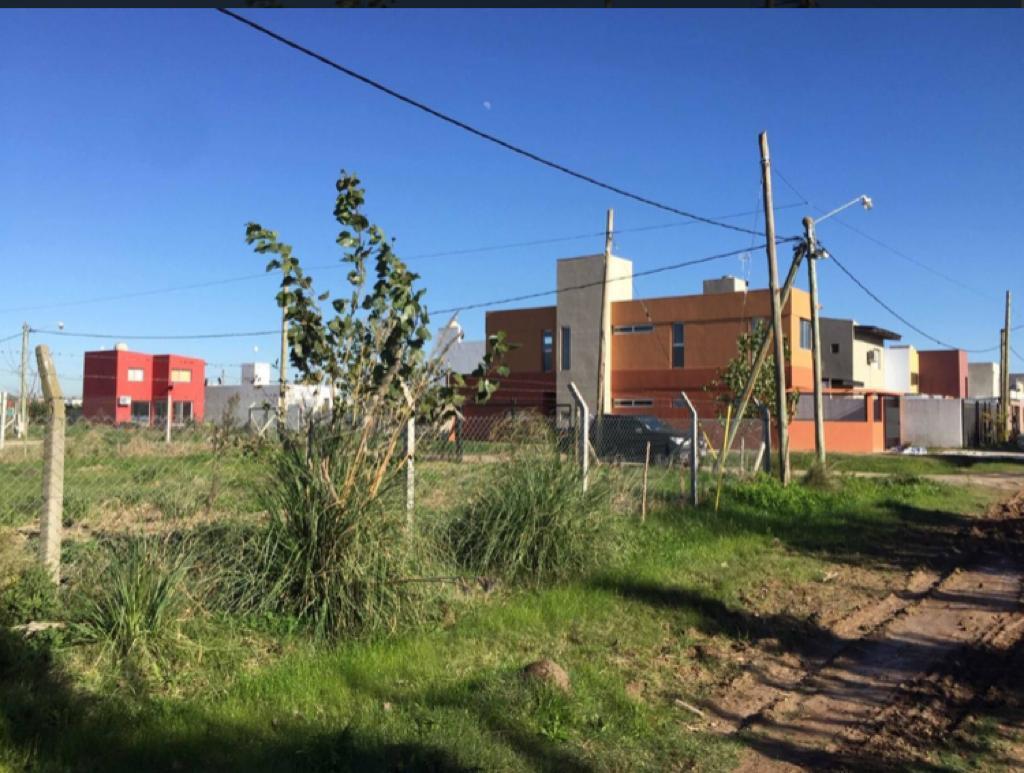 Foto Terreno en Venta en  Manuel B Gonnet,  La Plata  Manuel B Gonnet