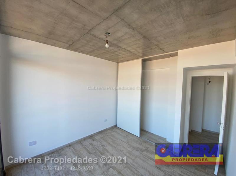 Foto Cochera en Venta en  Remedios De Escalada,  Lanús  ACHAVAL 2324 COCHERA CUBIERTA 2