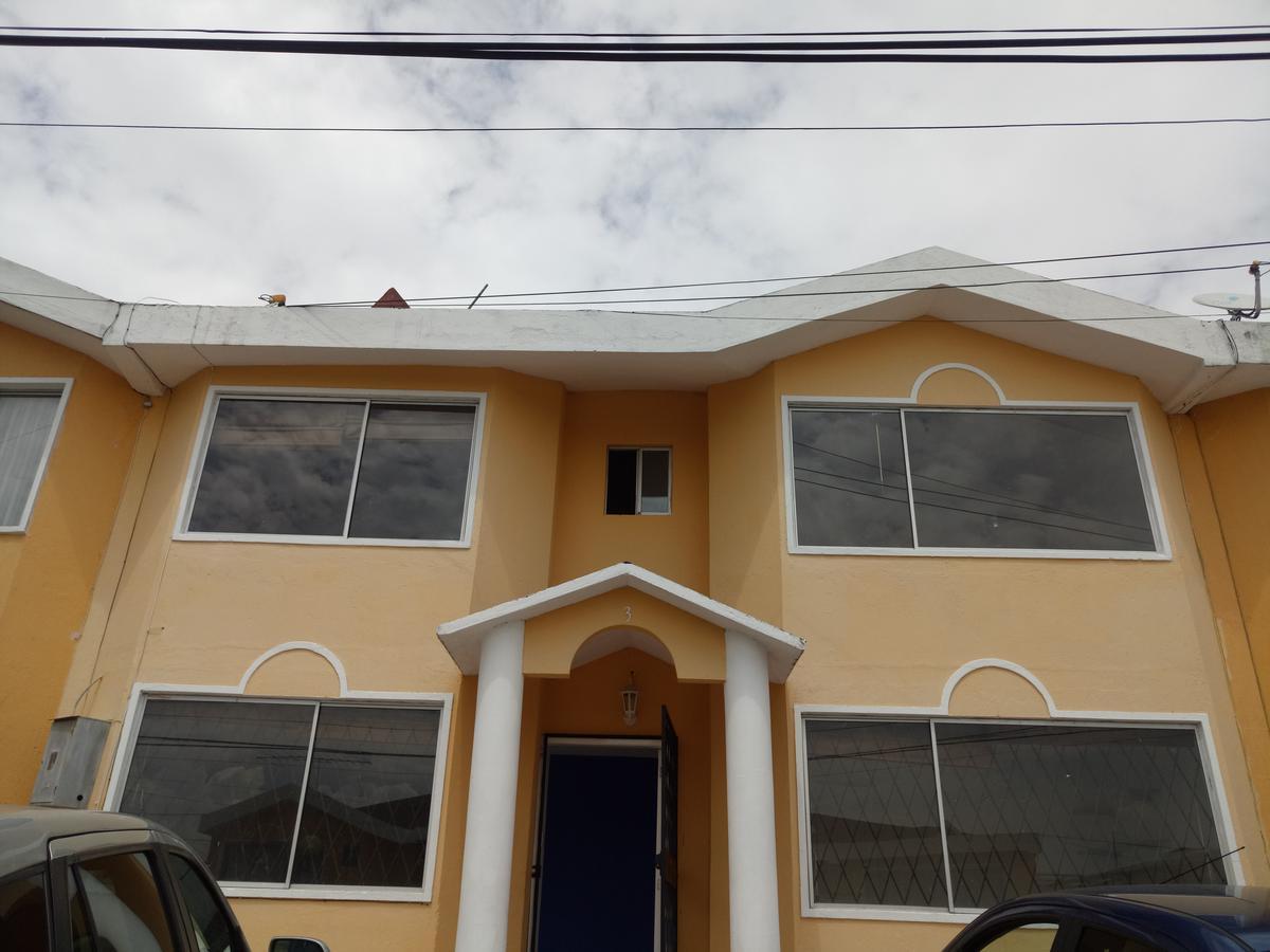 Foto Casa en Venta | Alquiler en  Carcelén,  Quito          CaSa De VeNtA $128000 y Renta $450 (incluido alícuota) -  Sector Carcelen (Yambal)