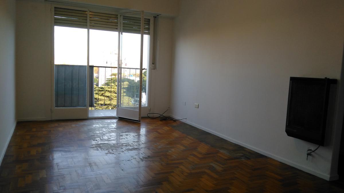 Foto Departamento en Alquiler en  Villa del Parque ,  Capital Federal  Baigorria al 3200