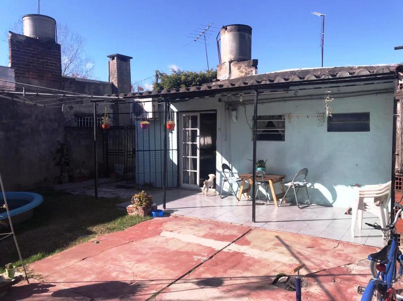 Foto Casa en Venta en  Lomas de Zamora Oeste,  Lomas De Zamora  Anibal Ponce 2043