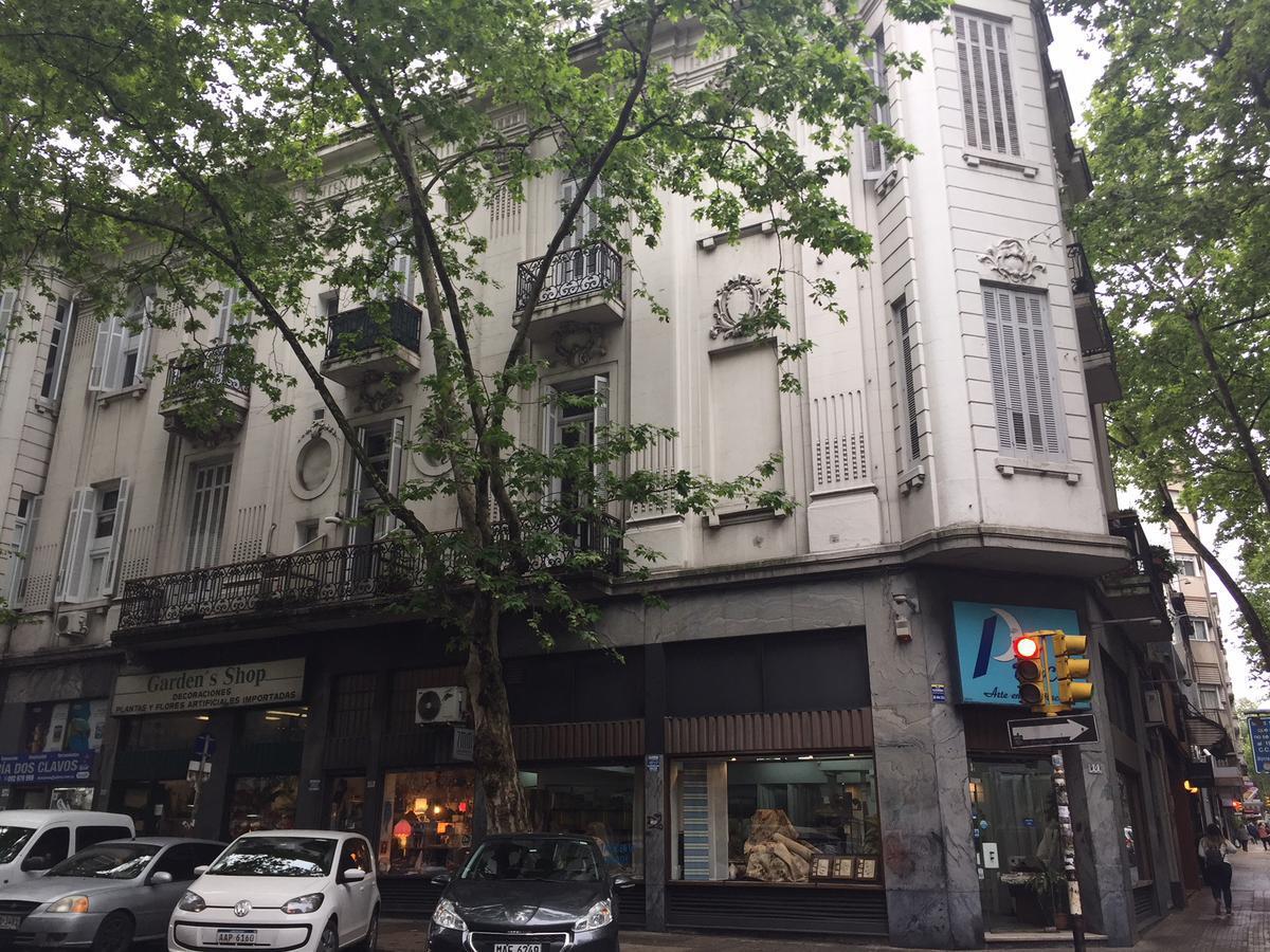 Foto Edificio Comercial en Venta en  Centro,  Montevideo  San José próximo Plaza Independencia