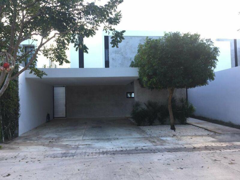 Foto Casa en Venta en  Pueblo Cholul,  Mérida  Hermosa casa minimalista en privada de 3 habs. con piscina.