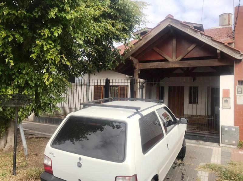 Foto Casa en Venta en  Lomas de Zamora Oeste,  Lomas De Zamora  Bustos 394