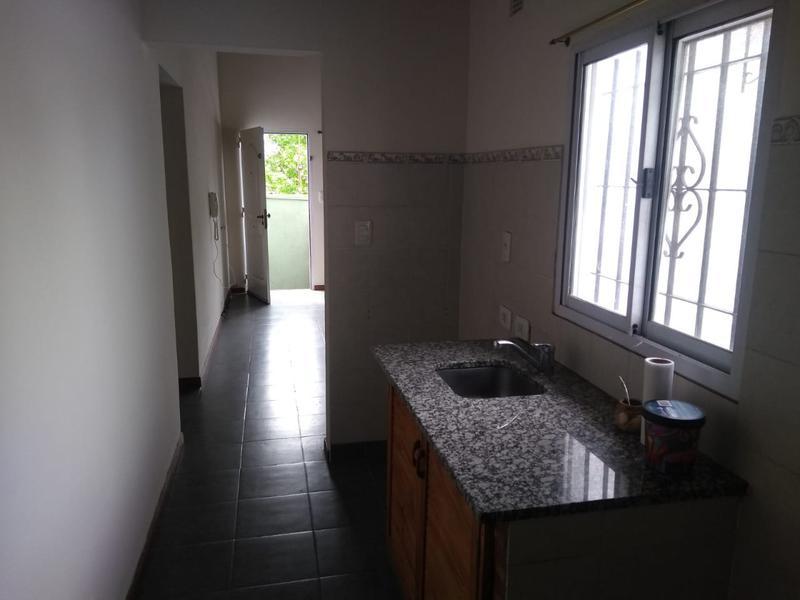 Foto Departamento en Alquiler en  Lomas De Zamora ,  G.B.A. Zona Sur   V. SARFIELD al 600