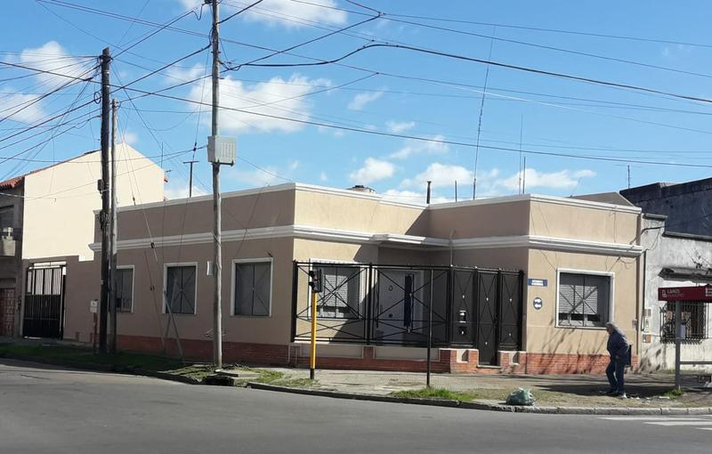 Foto Casa en Venta en  Lanús ,  G.B.A. Zona Sur  Av. Máximo paz al 1300