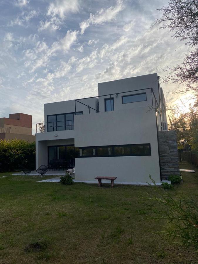 Foto Casa en Venta en  Guillermo E Hudson,  Berazategui  Barrio Privado Las Acacias, Hudson
