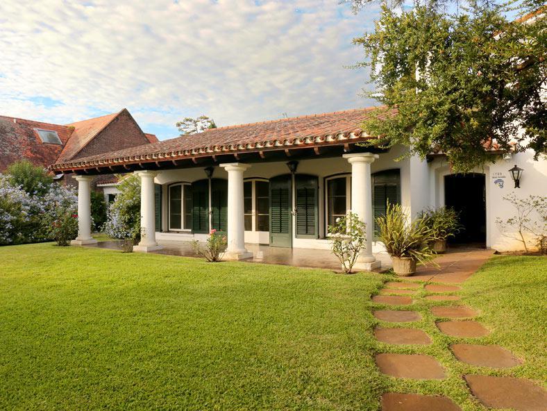 Foto Casa en Venta en  Carrasco ,  Montevideo  Casa venta terreno más 2000m2