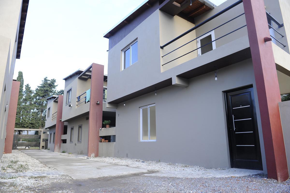 Foto Casa en Venta en  City Bell,  La Plata  462 E/ 18 y 19, PB 3