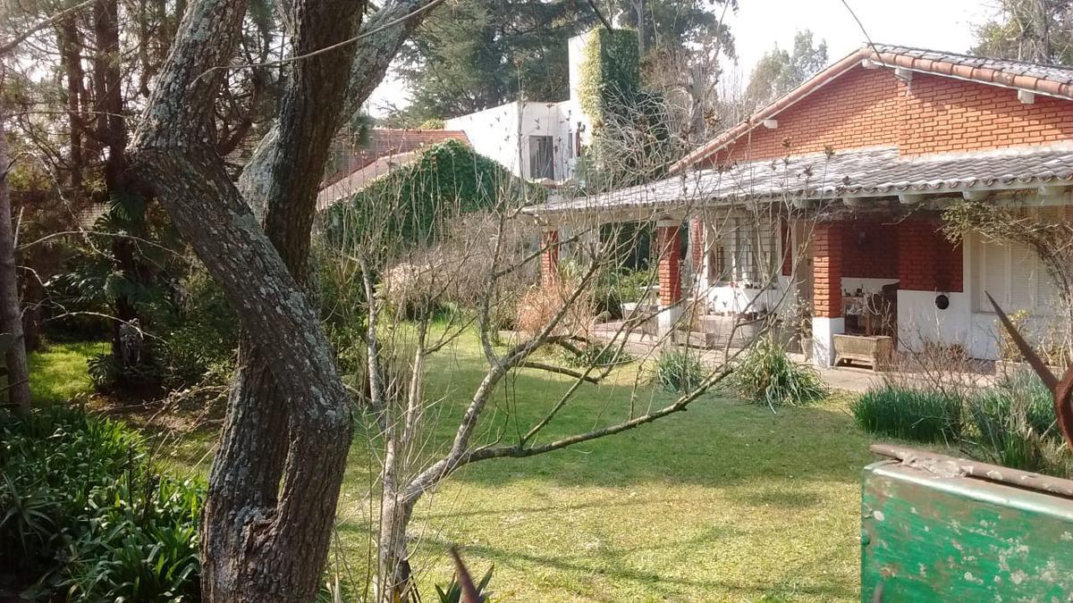 Foto Casa en Venta en  Manuel B Gonnet,  La Plata  al 100