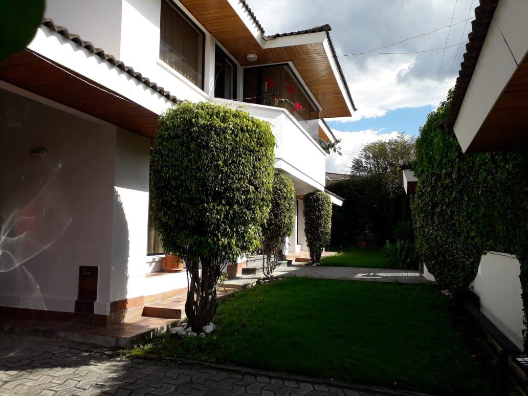 Foto Casa en Venta | Alquiler en  Cumbayá,  Quito  BAJÓ DE PRECIO¡¡¡¡¡LA PRIMAVERA2, CUMBAYA VENTA Y/O RENTA LINDA CASA INDEPENDIENTE