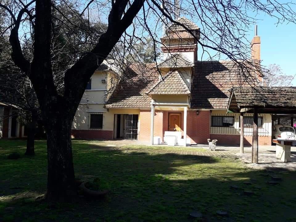 Foto Casa en Venta en  Berazategui,  Berazategui  Avenida 14 n° 1835 entre 118 y 119