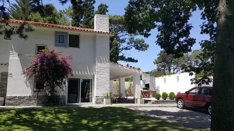 Foto Casa en Venta en  Playa Mansa,  Punta del Este  Espectacular Residencia a nuevo en la Parada 6 de la Mansa