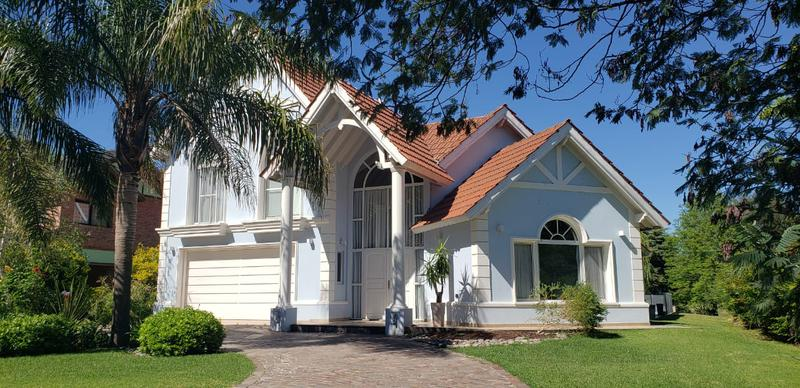 Foto Casa en Venta | Alquiler temporario en  Saint Thomas,  Countries/B.Cerrado (E. Echeverría)  St Thomas Sur - Hermosa casa con pileta climatizada