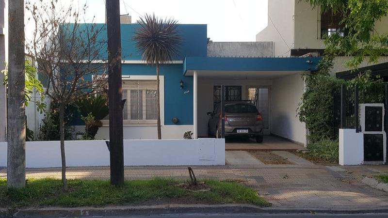 Foto Casa en Venta en  Adrogue,  Almirante Brown  CASTELLI 1248, entre Jorge y Ramirez