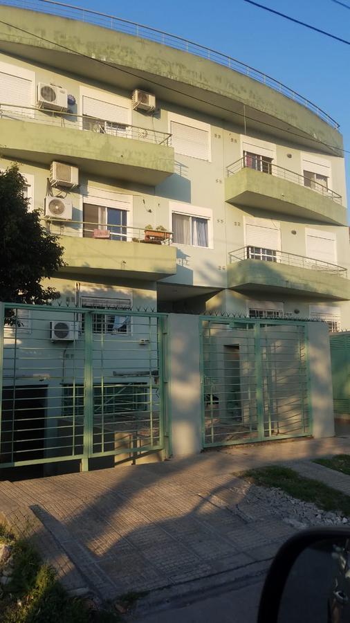 Foto Departamento en Venta en  Pilar ,  G.B.A. Zona Norte  Salta al 1000