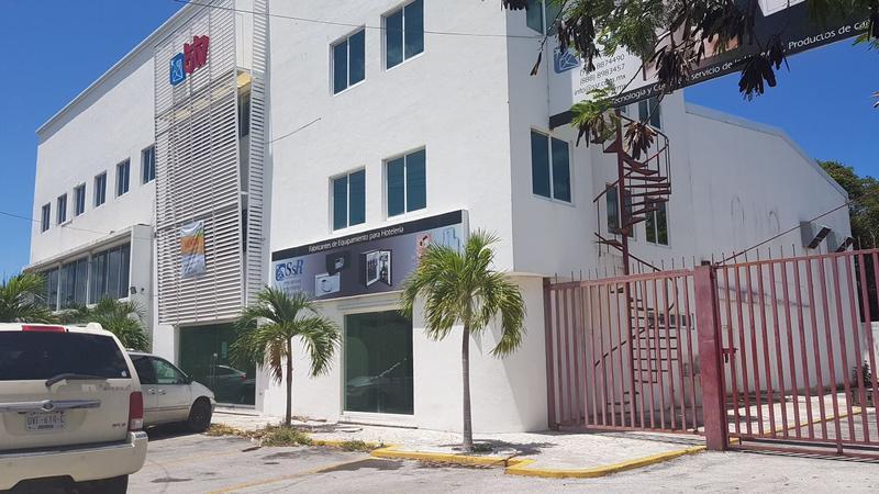 Foto Edificio Comercial en Venta en  Supermanzana 17,  Cancún  Edificio con oficinas,locales y bodega en venta sobre av Kabah, Cancún