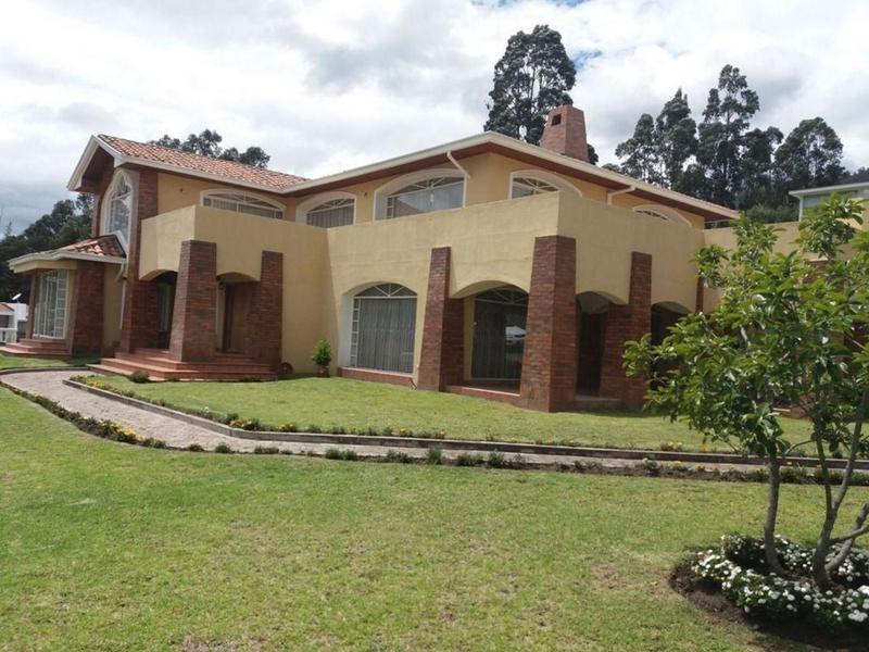 Foto Casa en Venta en  Cumbayá,  Quito  Cumbayá, oportunidad, lujosa casa, 4 dormitorios, 1 en planta baja
