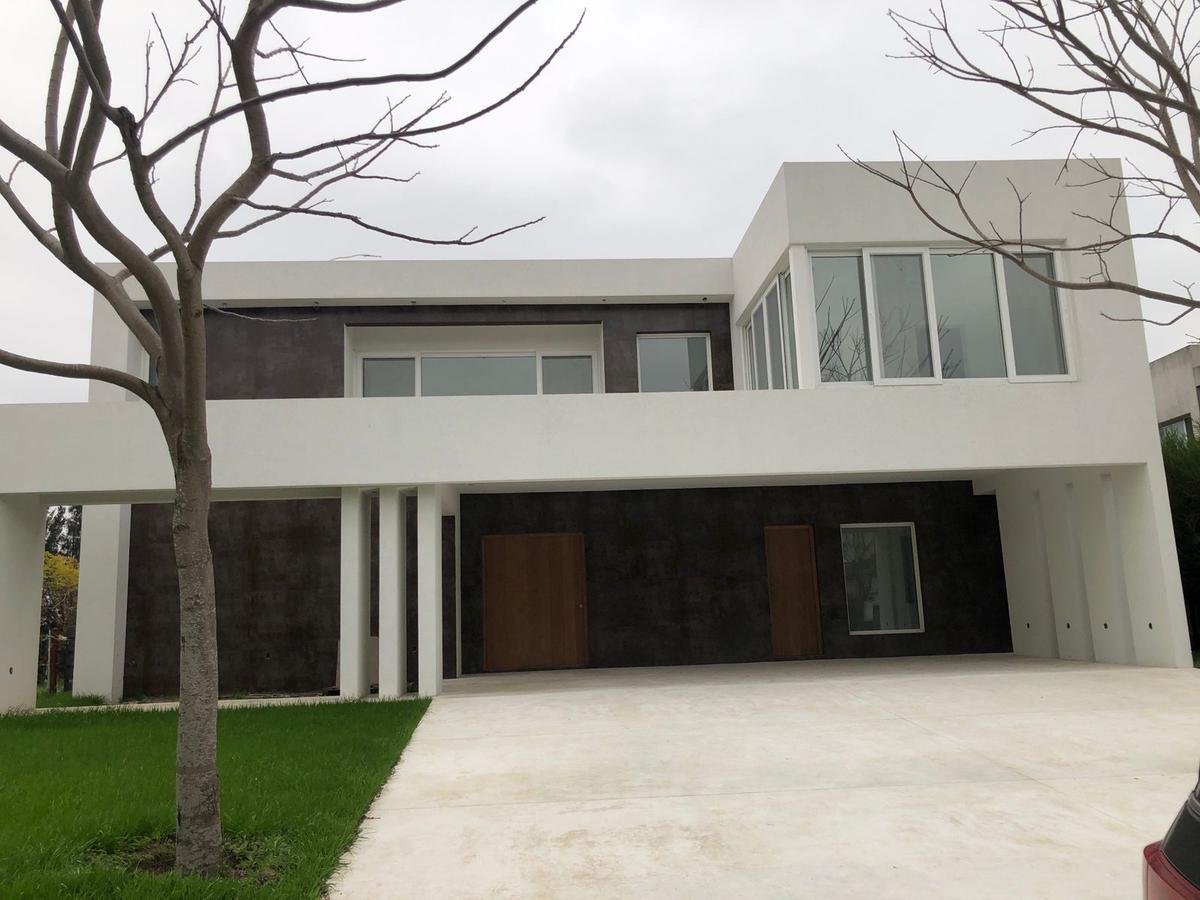 Foto Casa en Venta en  Lagos del Golf,  Nordelta  Avenida del Golf al 100