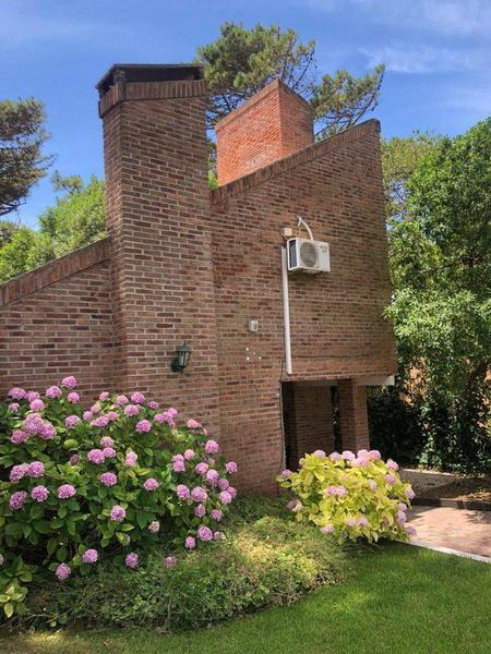 Foto Casa en Venta en  Lasalle,  Pinamar  Argos 2135
