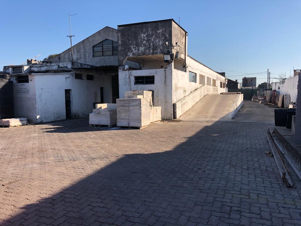 Foto Local en Venta en  Jardines Del Hipodromo ,  Montevideo  Osvaldo Cruz y Cno. Maldonado