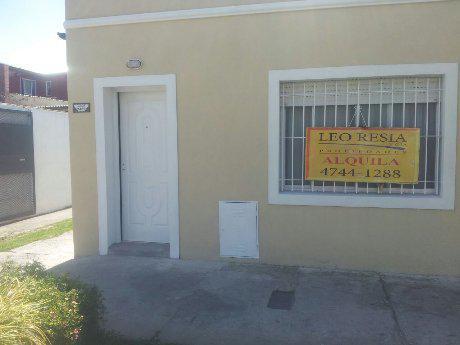 Foto Casa en Alquiler en  S.Fer.-Vias/Centro,  San Fernando  ALVEAR 2439