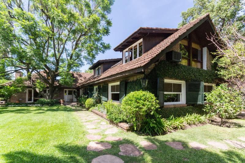 Foto Casa en Venta en  Las Lomas-Jockey,  Las Lomas de San Isidro  Obispo Terrero  1400