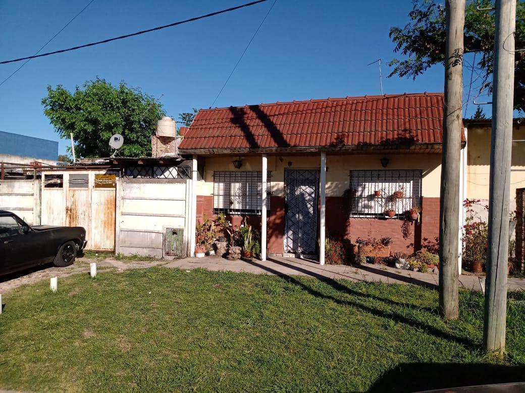 Foto Casa en Venta en  La Plata,  La Plata  516 esquina 137 bis La Plata