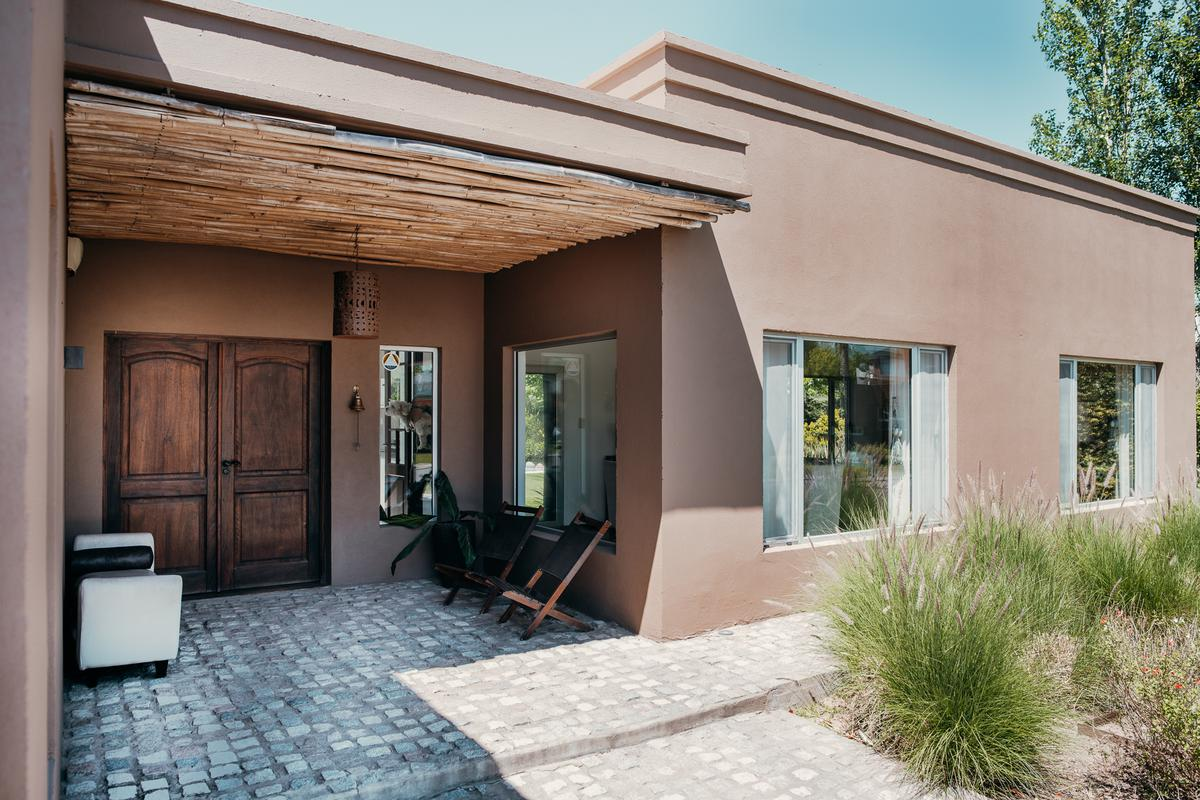 Foto Casa en Venta en  Cadaques (Funes Hills),  Funes  Avenida Fuerza Aerea al 3102