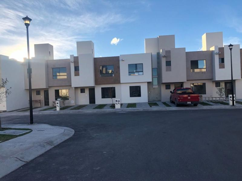 Foto Casa en condominio en Renta en  Rincones el Marqués,  El Marqués   RENTA CASA NUEVA EN FRACC. RINCONES DEL MARQUES QRO. MEX.