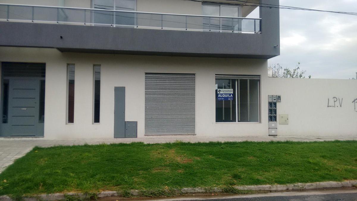 Foto Local en Alquiler en  Los Hornos,  La Plata  42 y 137