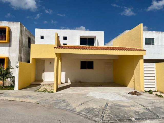 Foto Casa en Renta en  Xcumpich,  Mérida  En renta casa en privada Xcumpich, en el norte de Mérida.