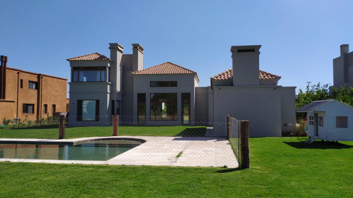 Foto Casa en Alquiler temporario en  Pilara,  Countries/B.Cerrado (Pilar)  Casa en  La Volanta del 22 de enero al 28 de febrero.