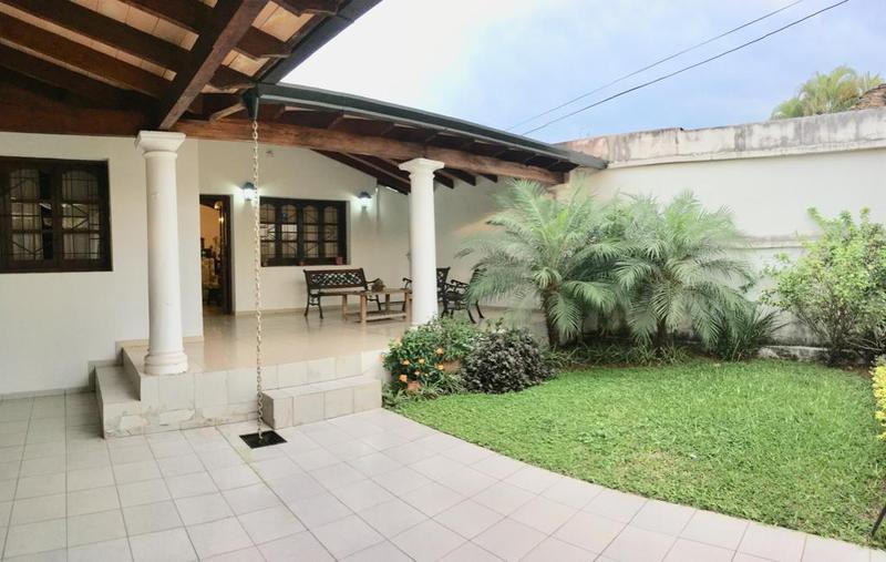 Foto Casa en Venta en  Madame Lynch,  Santisima Trinidad  Zona Molas López, SNPP