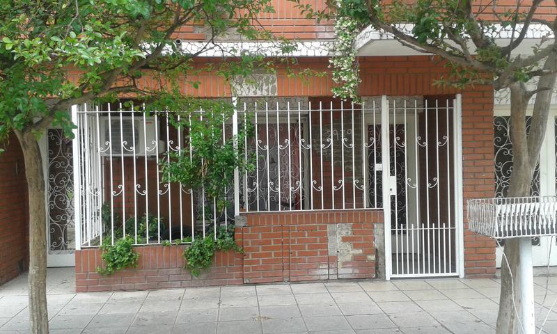 Foto PH en Venta en  Valentin Alsina,  Lanús  Liniers 2900