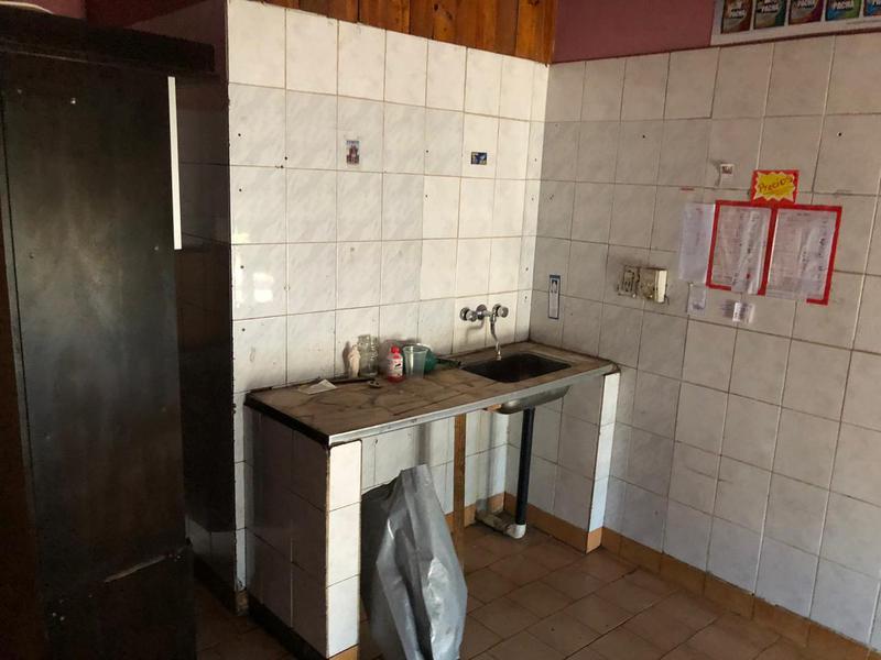 Foto Local en Alquiler en  Ezeiza ,  G.B.A. Zona Sur  San Lorenzo 298